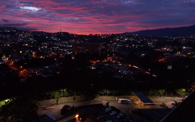 Caracas-en-Arrebol.jpg Ser Caraqueño