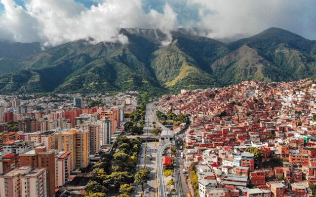 Caracas_realidades_en_contraste_victorlopez.jpg Ser Caraqueño