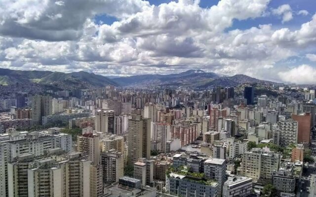 Caracas con el Sol de la Una - Ser Caraqueño