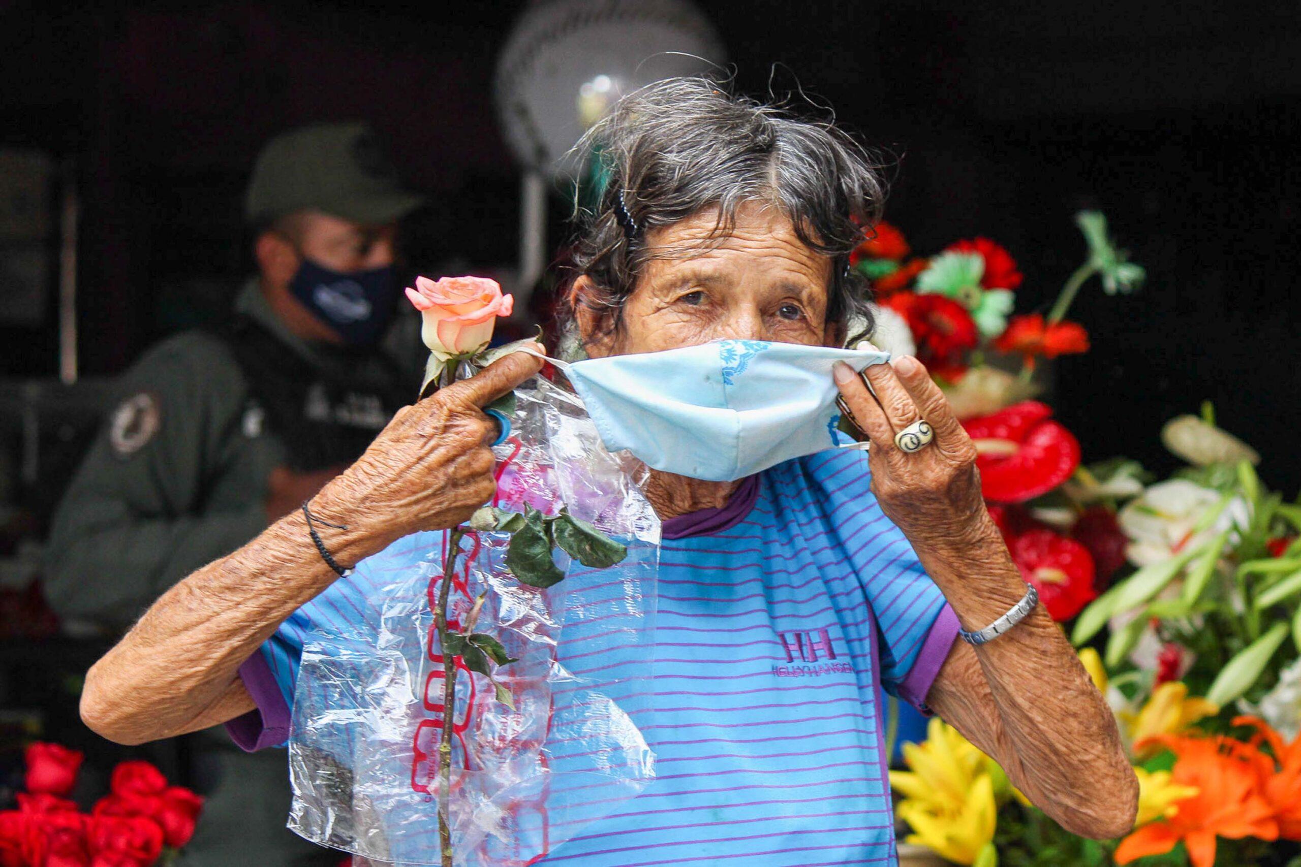 Abuela y la rosa - Ser caraqueño